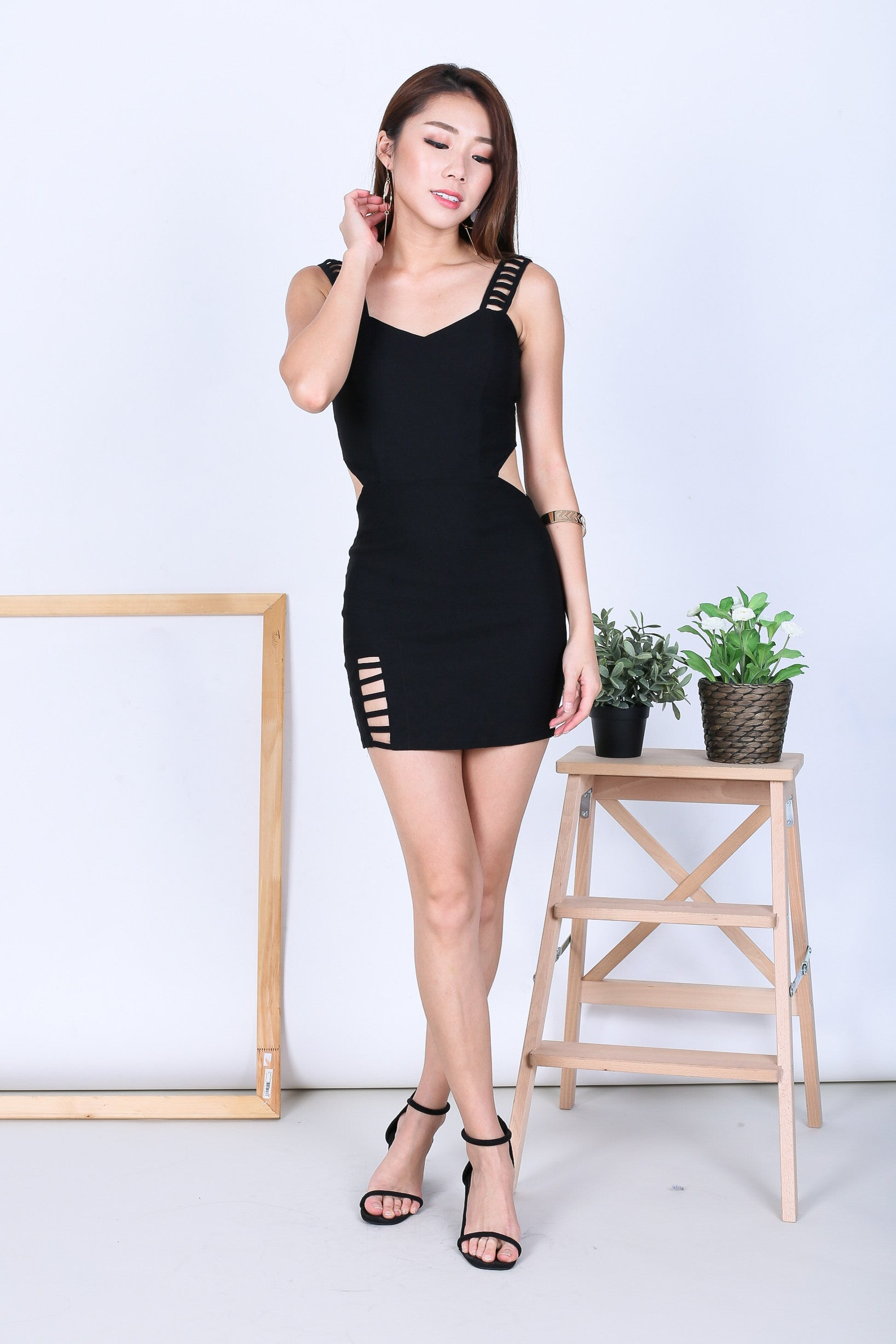 CAGED DETAILS BODYCON DRESS IN BLACK - TOPAZETTE