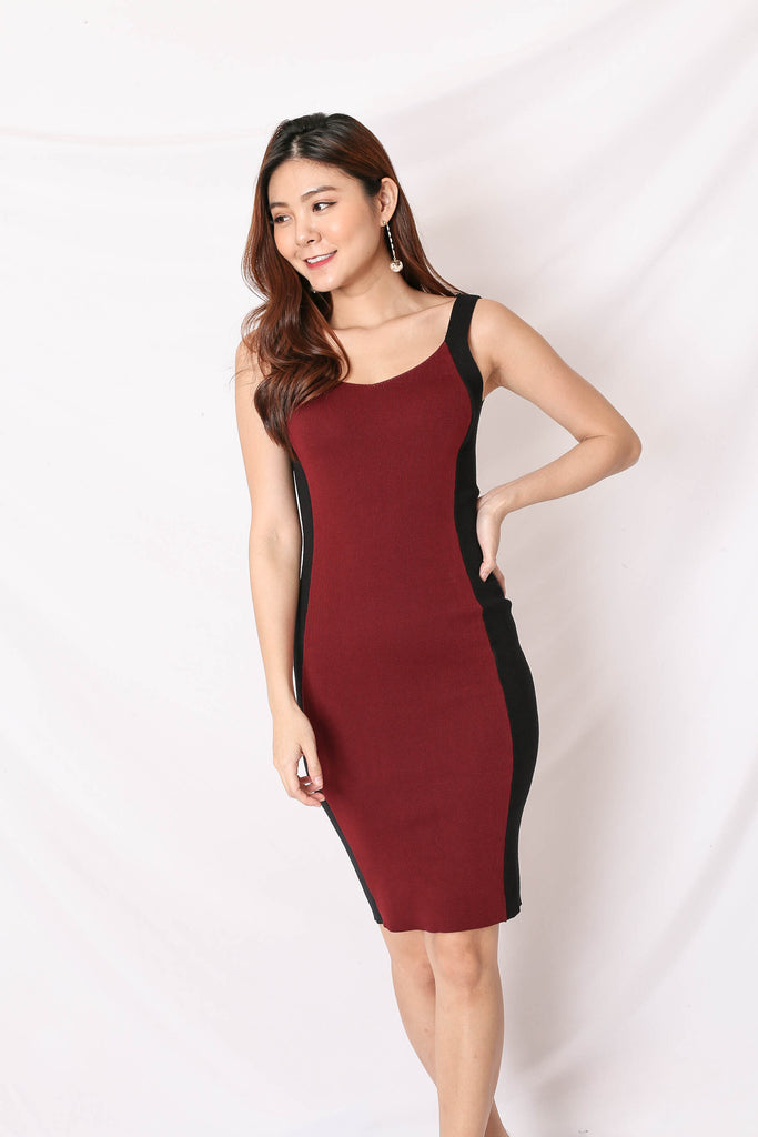 KNIT CONTRAST PANEL DRESS IN BURGUNDY/ BLACK