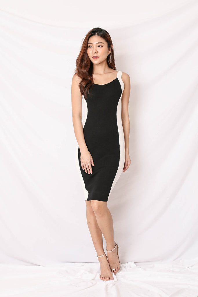 KNIT CONTRAST PANEL DRESS IN WHITE/ BLACK