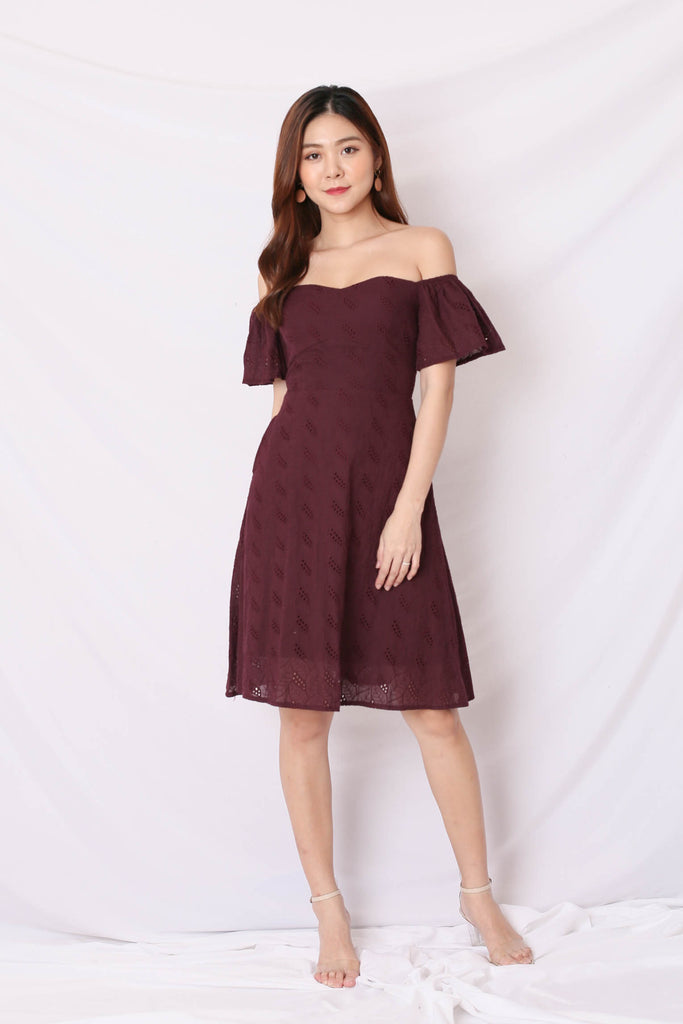 *TPZ* (PREMIUM) LEAH 3 WAYS EYELET DRESS IN PLUM