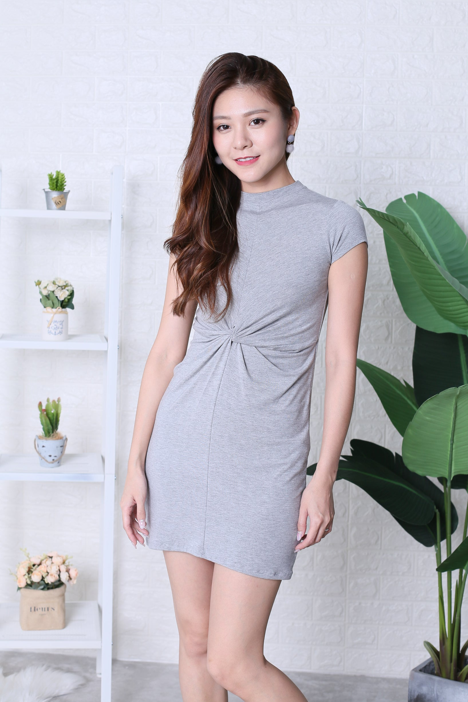 BASIC HIGH NECK KNOTTED TEE DRESS IN LIGHT GREY