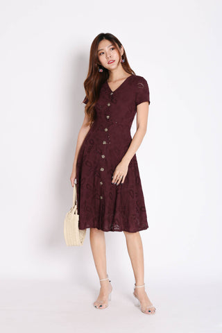 (PREMIUM) QUINCY EYELET BUTTON DRESS IN PLUM