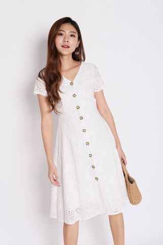 (PREMIUM) QUINCY EYELET BUTTON DRESS IN WHITE