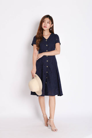 (PREMIUM) QUINCY EYELET BUTTON DRESS IN NAVY