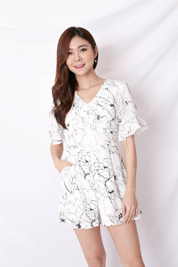 *TPZ* (PREMIUM) TYLEAH SCRIBBLE FLUTTER ROMPER IN WHITE