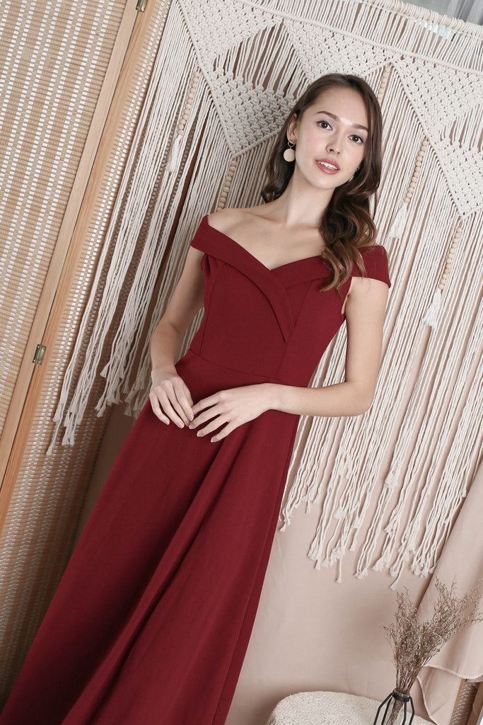 RAYLA OFF SHOULDER MAXI IN WINE