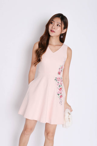 (PREMIUM) CORRINE EMBROIDERY SKATER DRESS IN DUSTY PINK