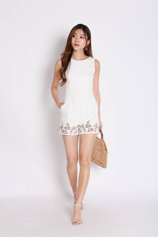 (PREMIUM) WENNY EMBROIDERY ROMPER IN WHITE