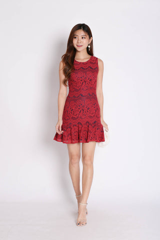 (PREMIUM) LEXI LACE DRESS IN RED