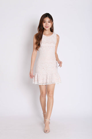 (PREMIUM) LEXI LACE DRESS IN WHITE