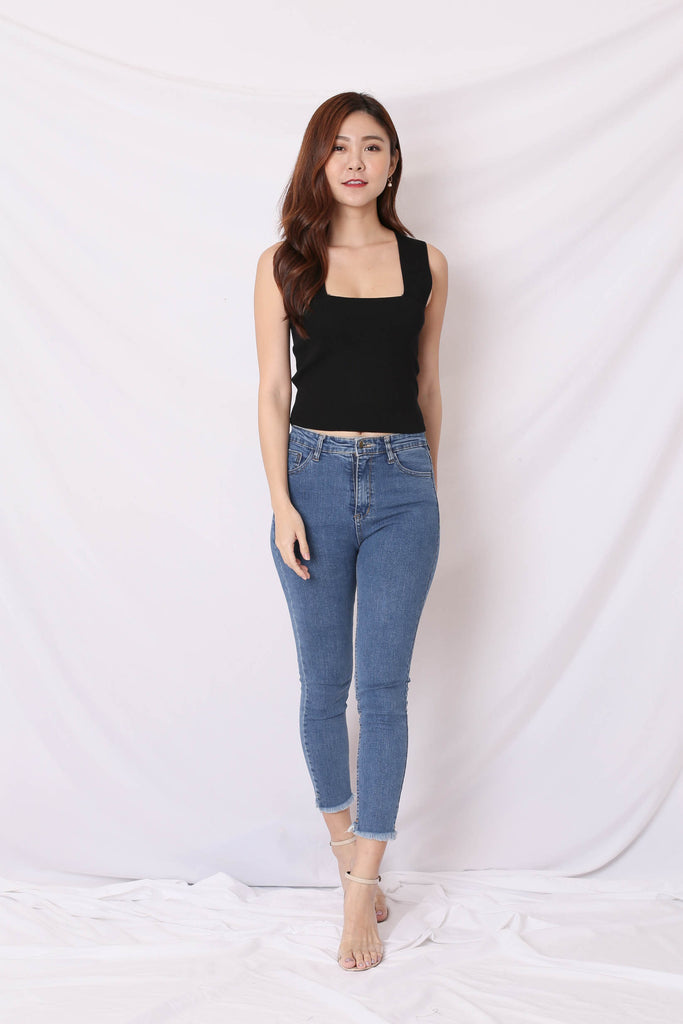 *BACKORDER* STRAIGHT CUT BASIC KNIT TOP IN BLACK