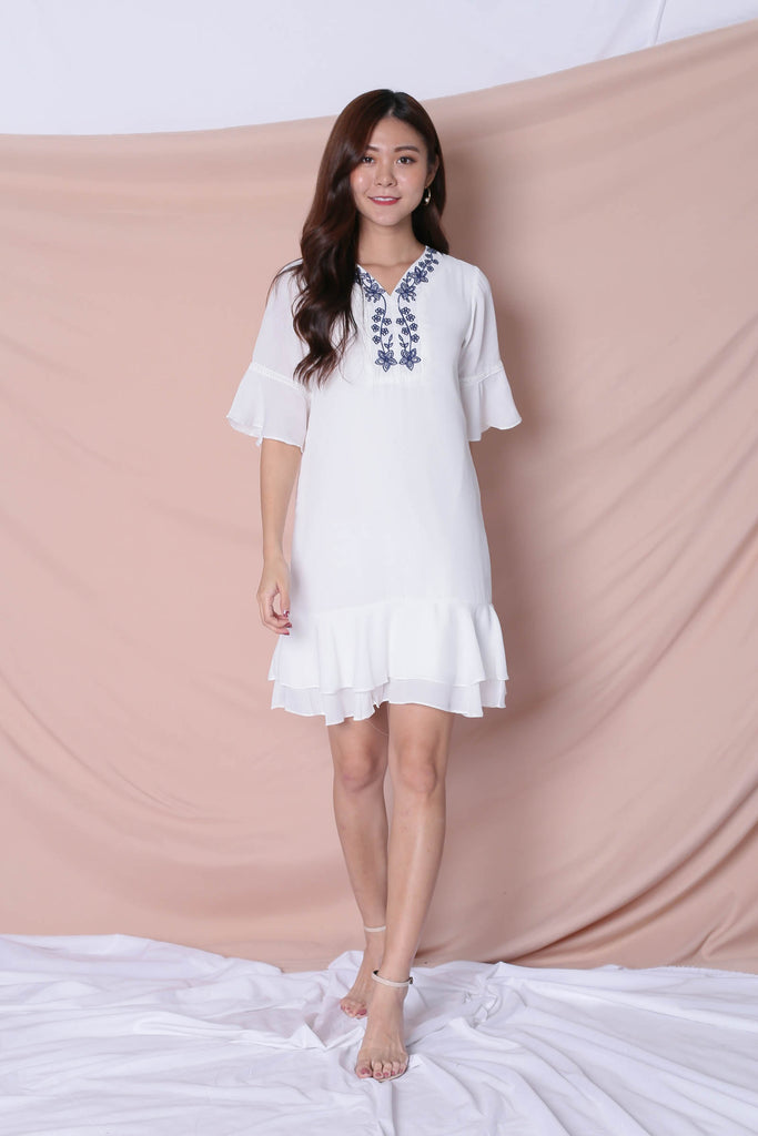 (PREMIUM) XENDRA EMBROIDERY DRESS IN WHITE - TOPAZETTE