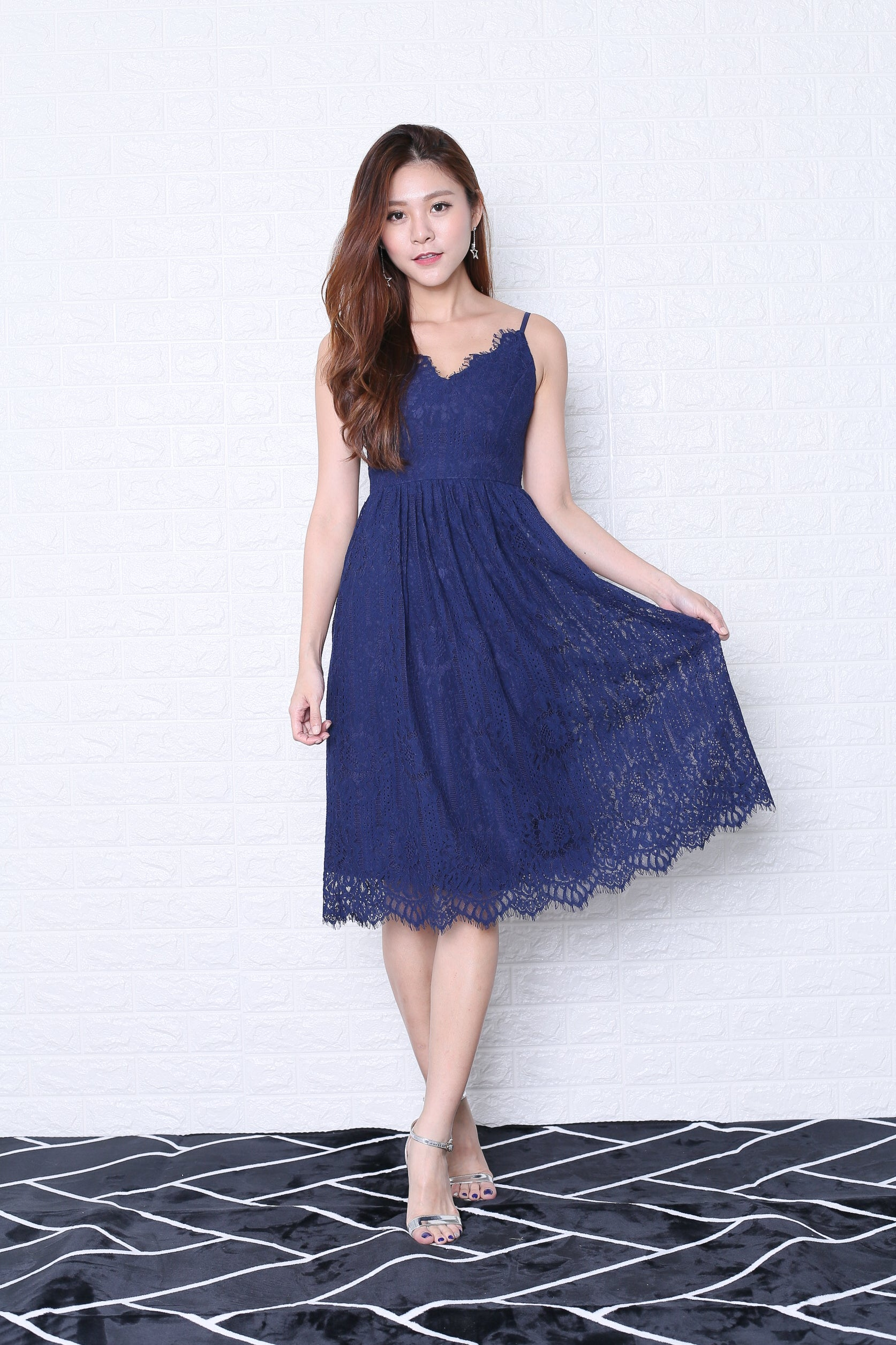 *TOPAZ* (PREMIUM) QUELLA LACE DRESS IN NAVY