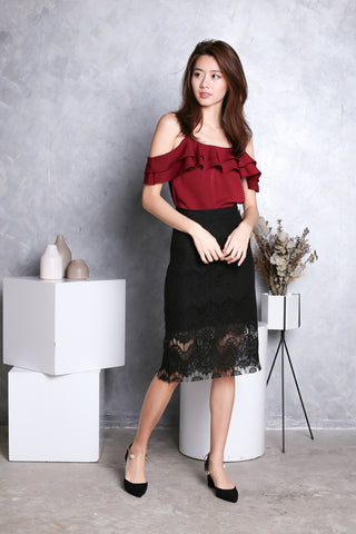 AYLIN RUFFLED 2 WAY TOP IN WINE