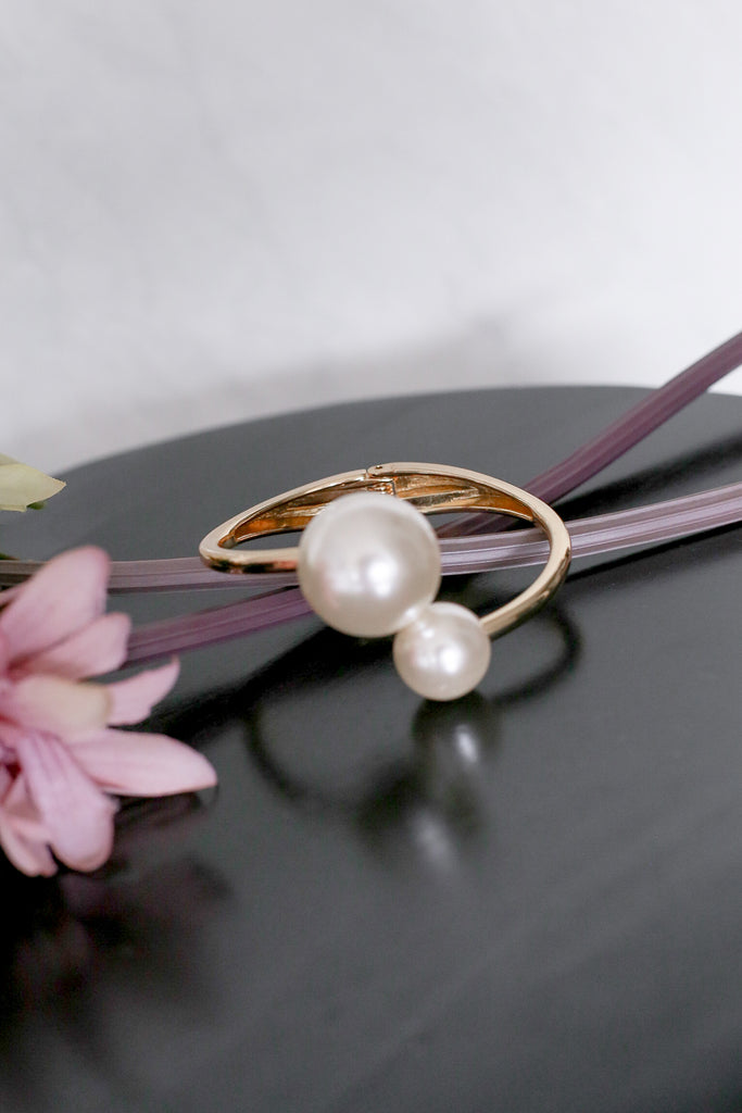 PEARL CUFF BANGLE - TOPAZETTE