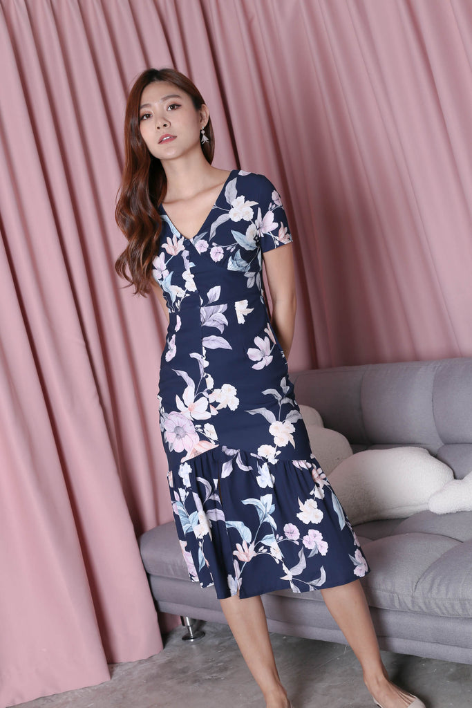 (PREMIUM) FELICE BUTTON DOWN DRESS IN NAVY FLORALS - TOPAZETTE