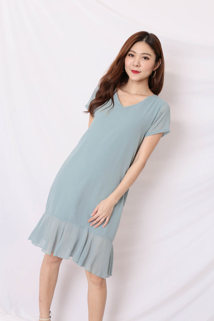 BASIC RUFFLES SLEEVED DRESS IN DUSTY CYAN
