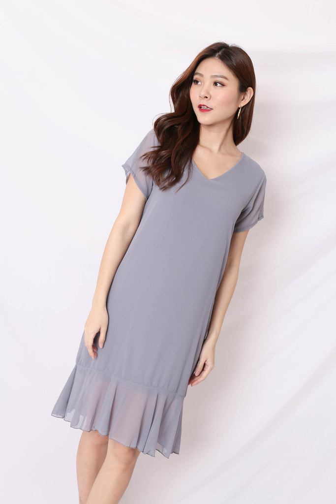 BASIC RUFFLES SLEEVED DRESS IN LIGHT GREY