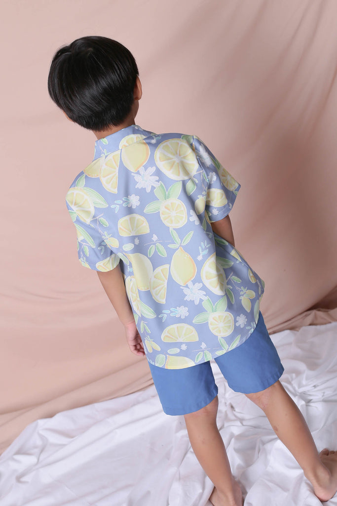 *LITTLE TOPAZETTE* LEMON SQUEEZY UNISEX SHIRT IN BLUE - TOPAZETTE
