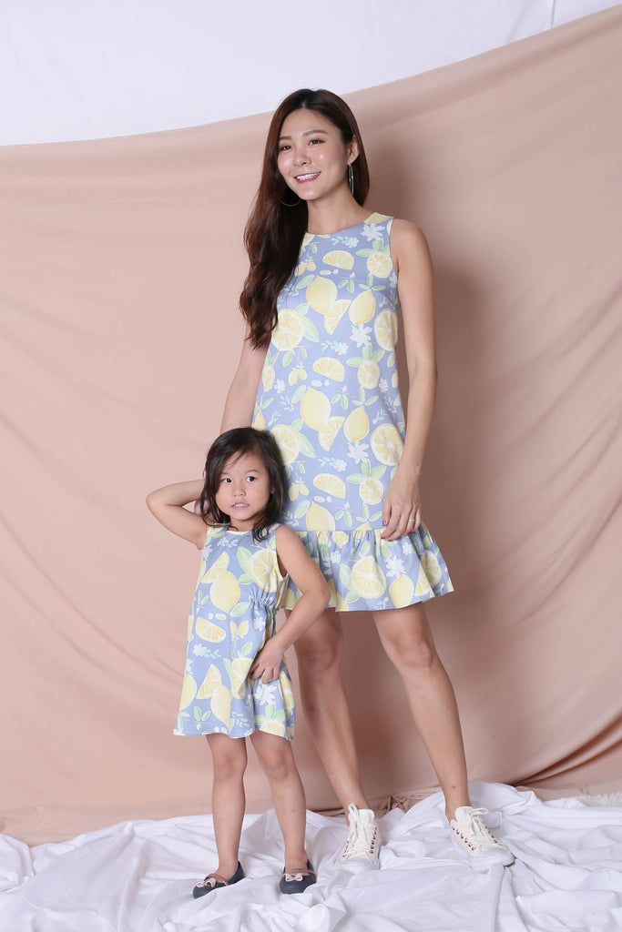 *LITTLE TOPAZETTE* LEMON SQUEEZY TRAPEZE DRESS IN BLUE - TOPAZETTE