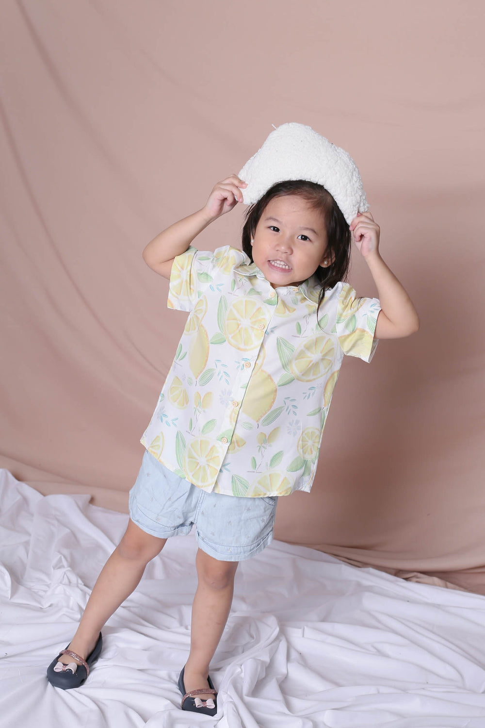 *LITTLE TOPAZETTE* LEMON SQUEEZY UNISEX SHIRT IN WHITE