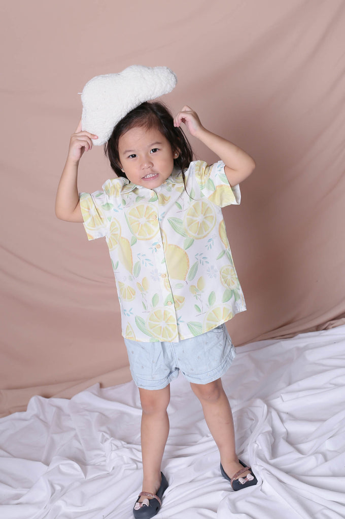 *LITTLE TOPAZETTE* LEMON SQUEEZY UNISEX SHIRT IN WHITE - TOPAZETTE