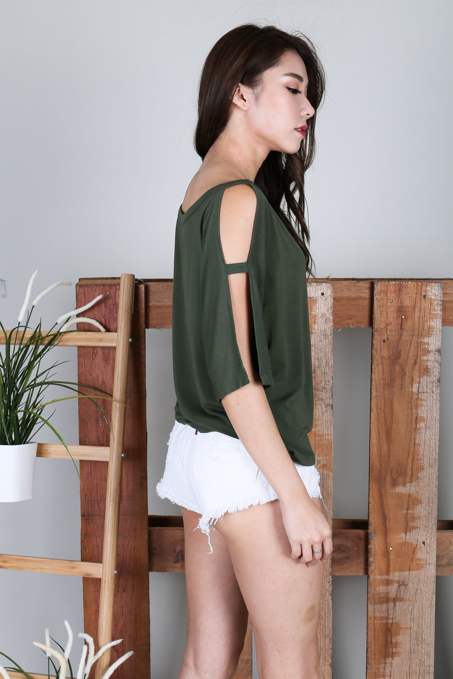 *RESTOCKED* BRENNA SLOUCH TOP IN OLIVE
