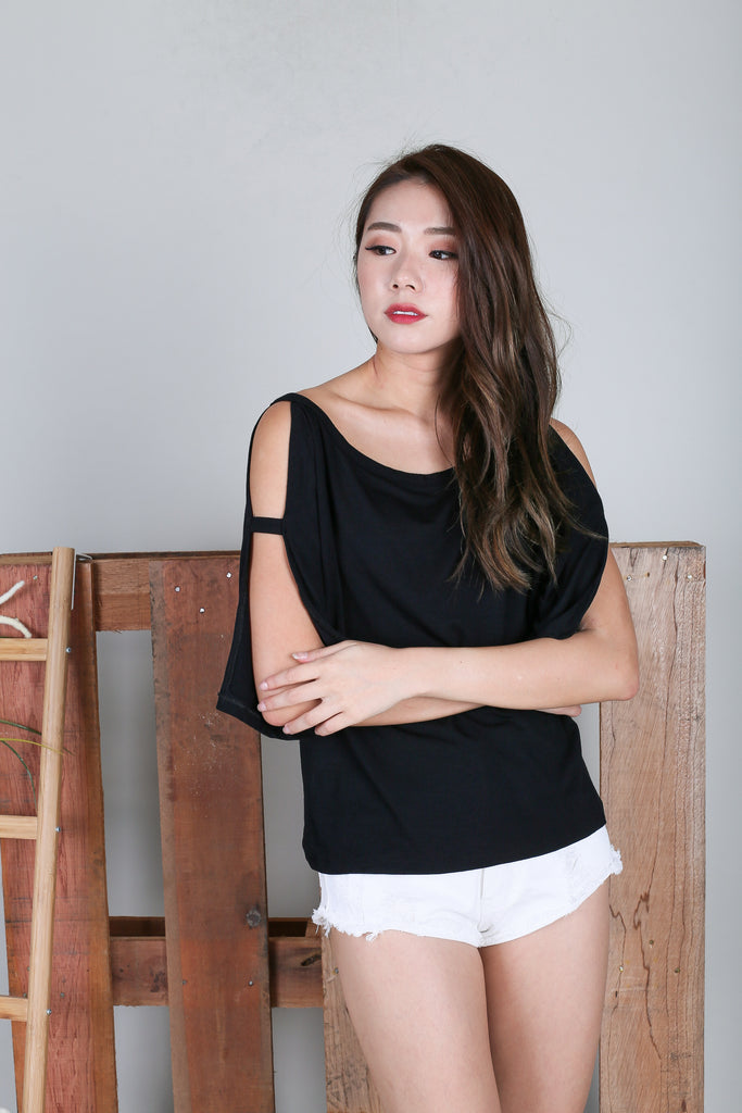 *RESTOCKED* BRENNA SLOUCH TOP IN BLACK - TOPAZETTE