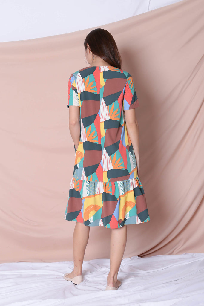 (PREMIUM) THE COLOURFUL ABSTRACT DROP WAIST DRESS (VERSION 2) GREEN/ BROWN - TOPAZETTE