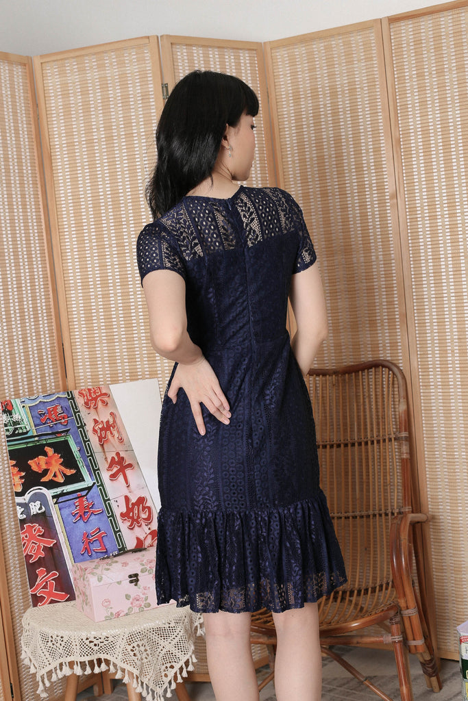 *TPZ* KEQI LACE DRESS IN NAVY
