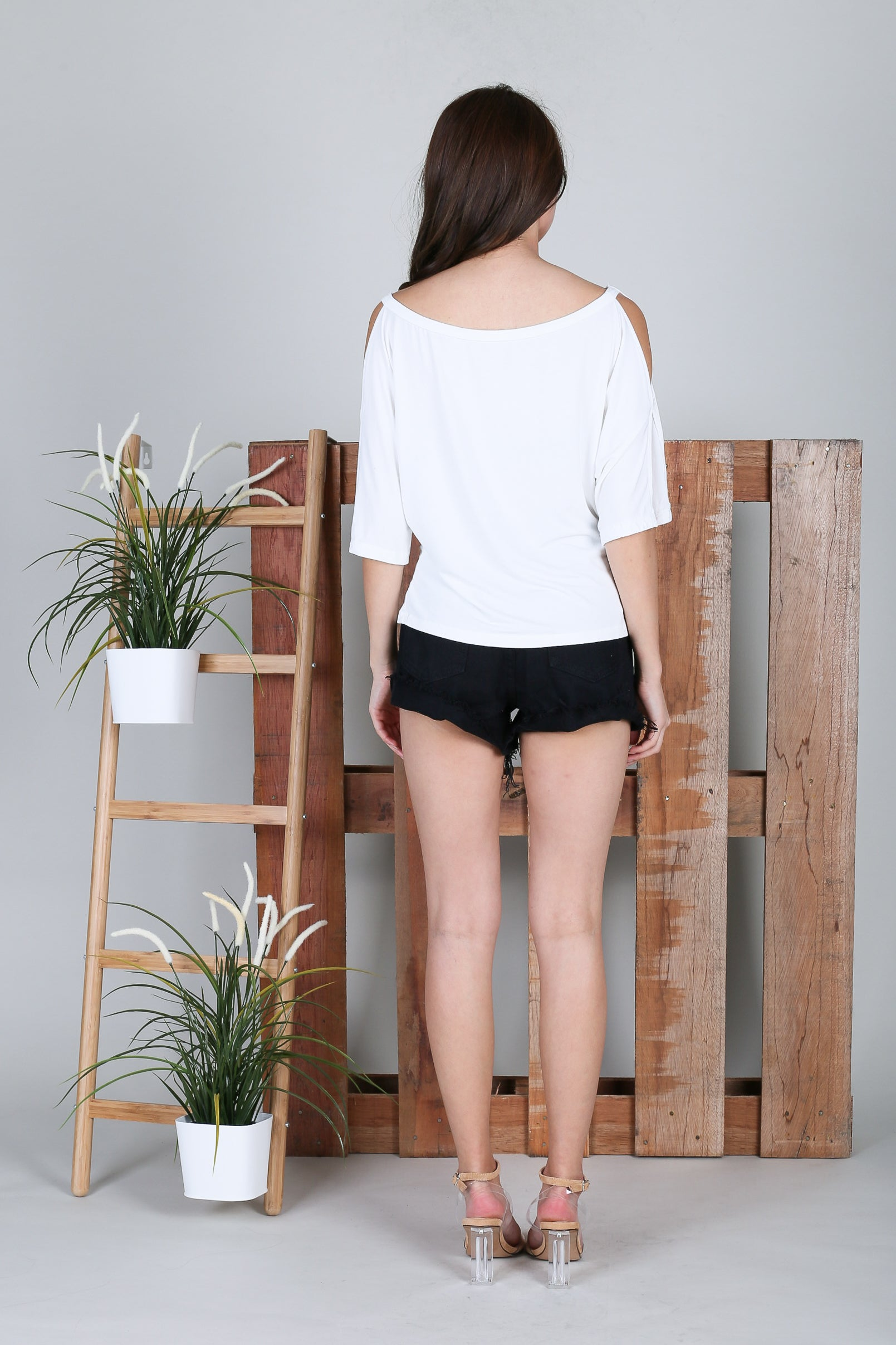 *RESTOCKED* BRENNA SLOUCH TOP IN WHITE