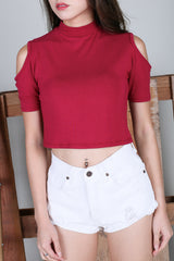 COLD SHOULDER CROP TOP IN WINE