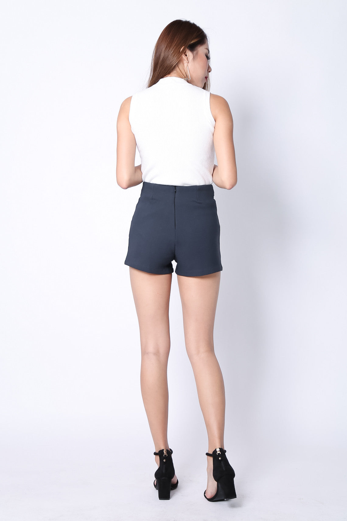 PERFECT FIT HIGH WAISTED SHORTS IN GREY