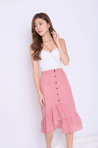 GINGHAM RUFFLES BUTTON SKIRT IN RED