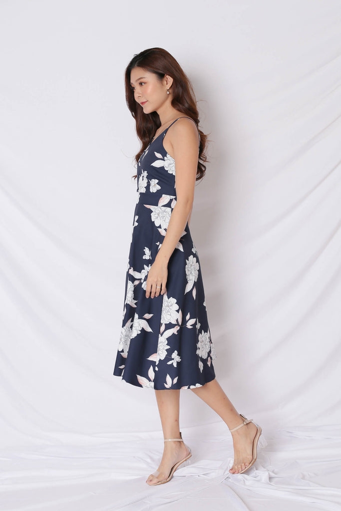 *TPZ* (PREMIUM) SELVIA DRESS IN NAVY FLORALS - TOPAZETTE