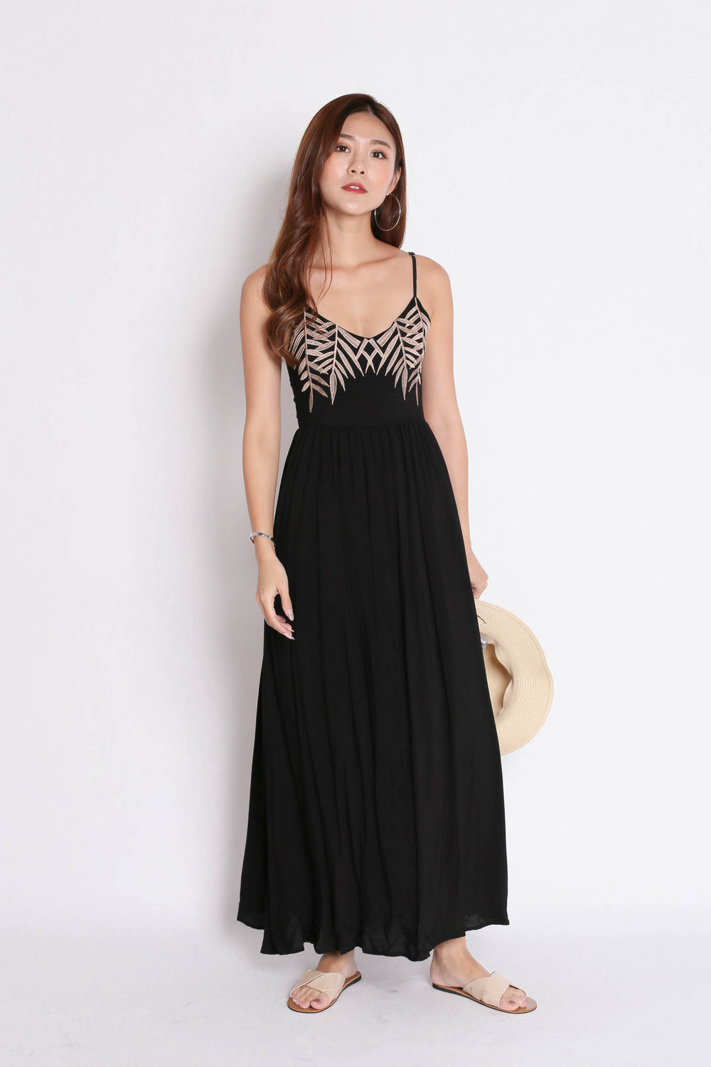 *BACKORDER* LEAVES EMBROIDERY MAXI IN BLACK