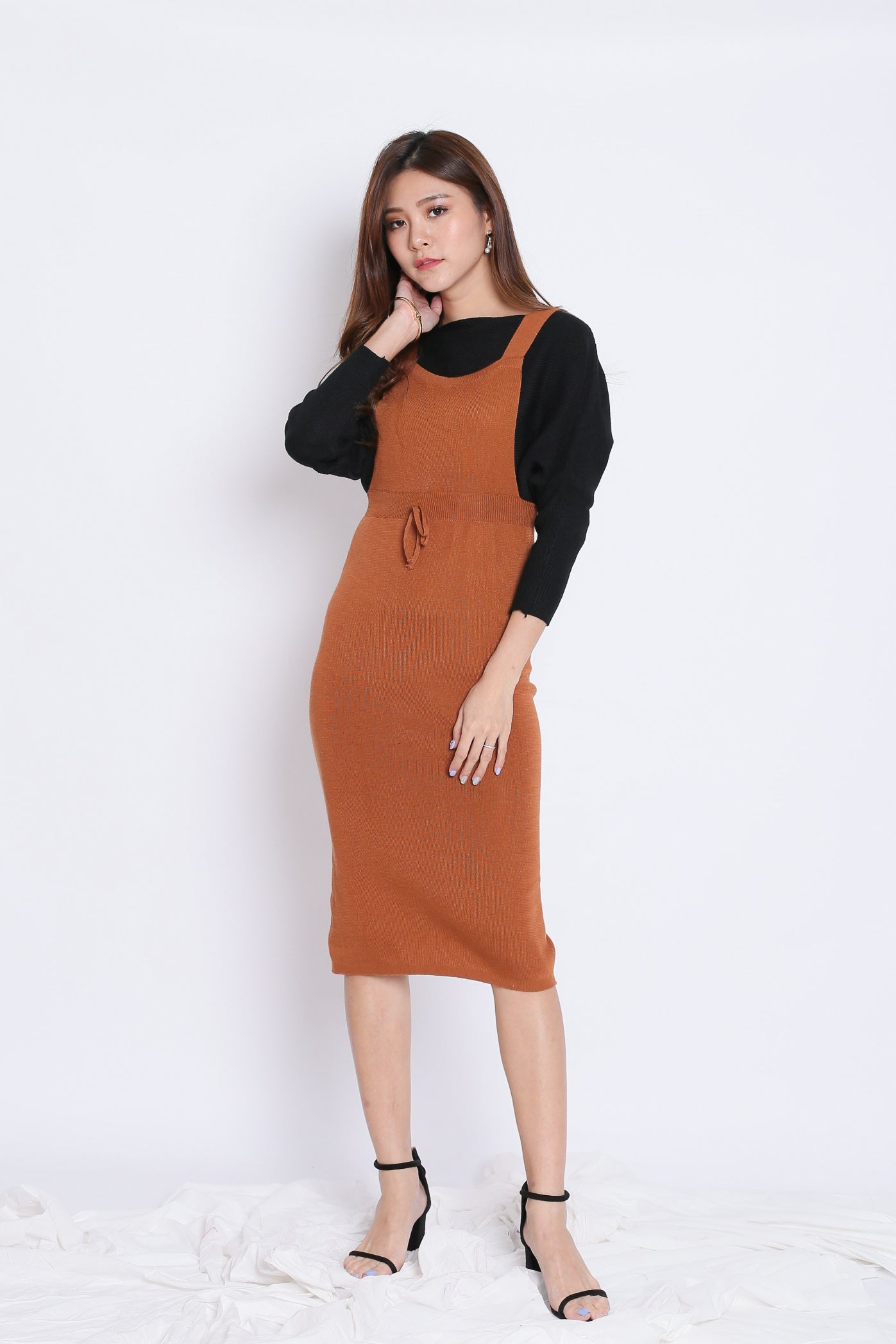 KIMMER KNIT DUNGAREE DRESS IN CAMEL