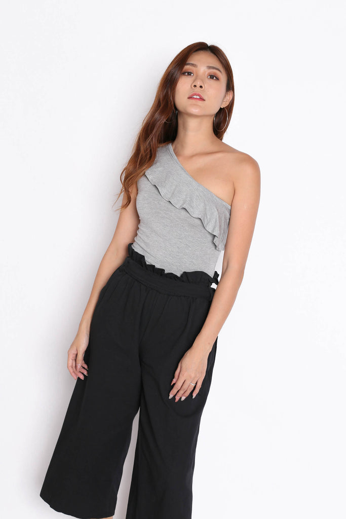 RUFFLES TOGA BASIC TOP IN LIGHT GREY - TOPAZETTE