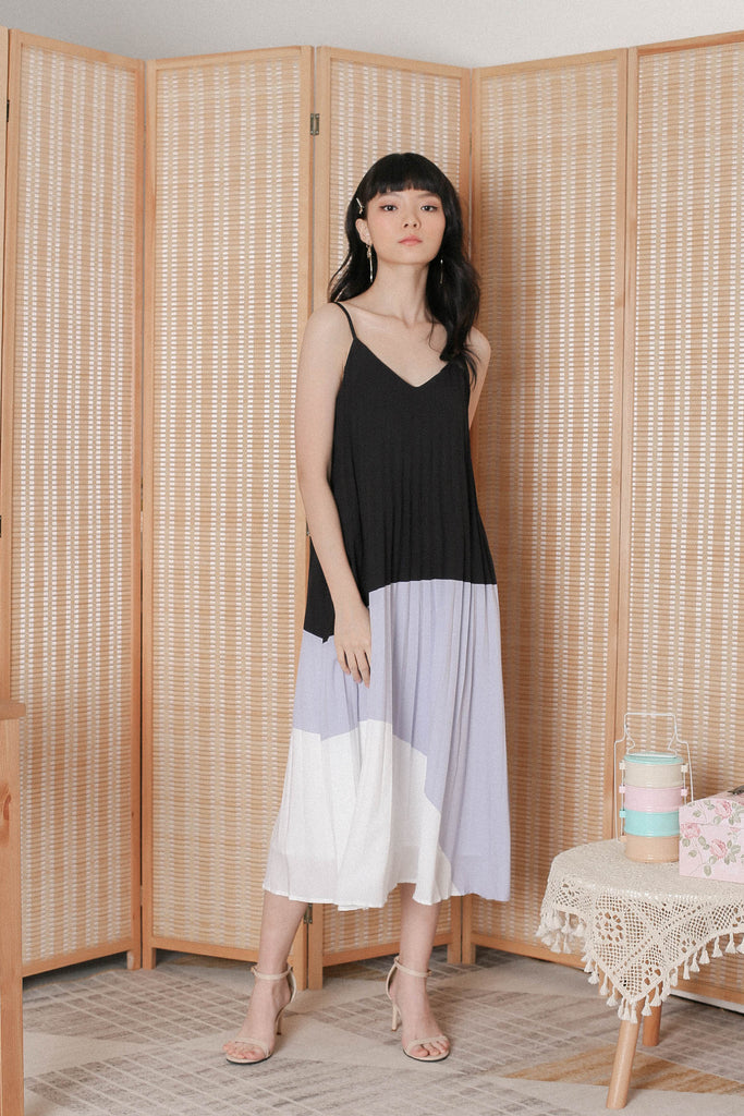*TPZ* (PREMIUM) BLISSE COLOURBLOCK PLEATED DRESS (BLACK/ LILAC GREY)