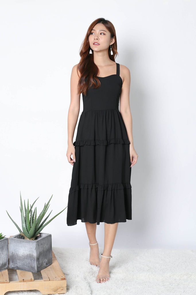 KISSA DRESS IN BLACK