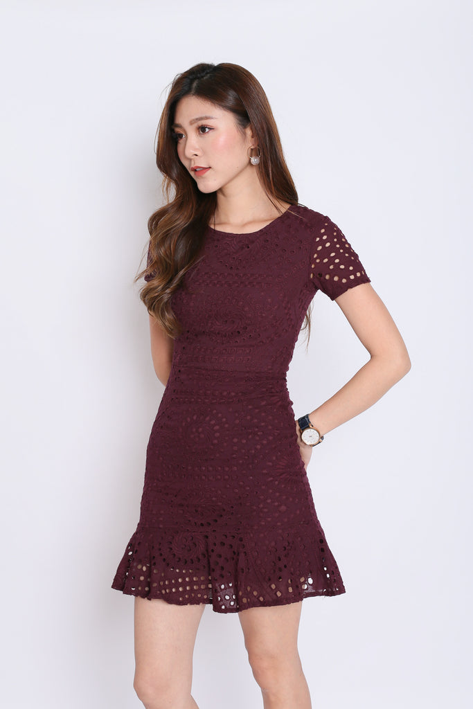 *PREMIUM* KIARA EYELET DRESS IN PLUM - TOPAZETTE