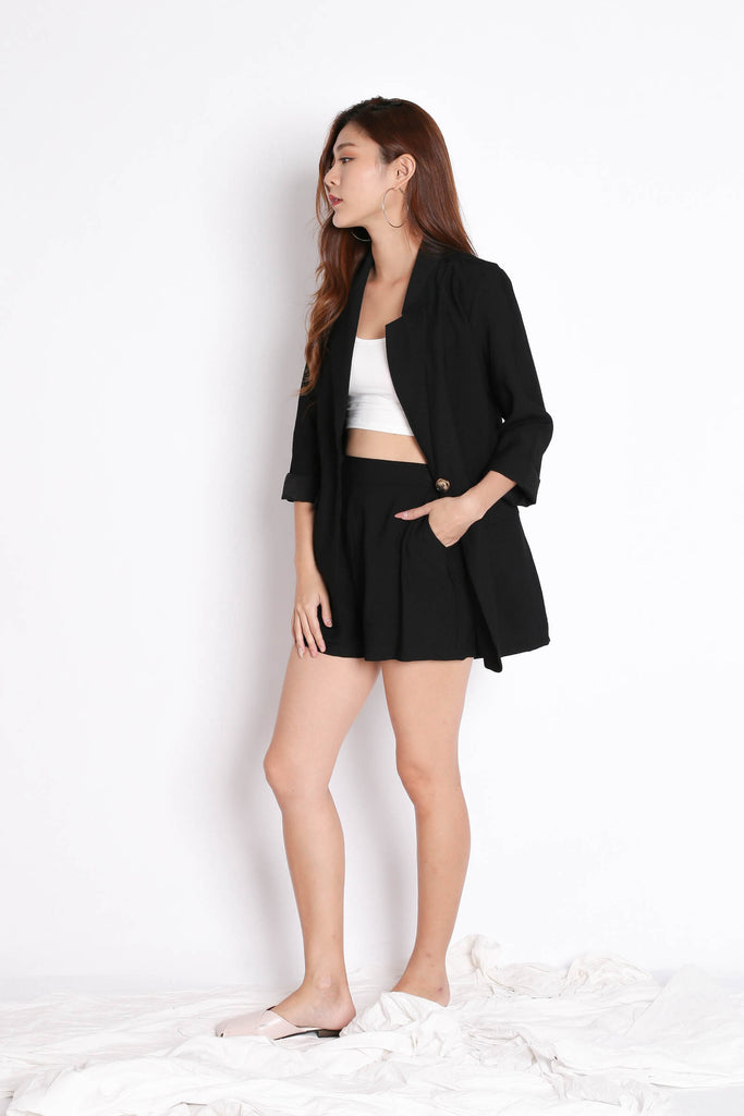 STELLIZ BLAZER AND SHORTS SET IN BLACK - TOPAZETTE