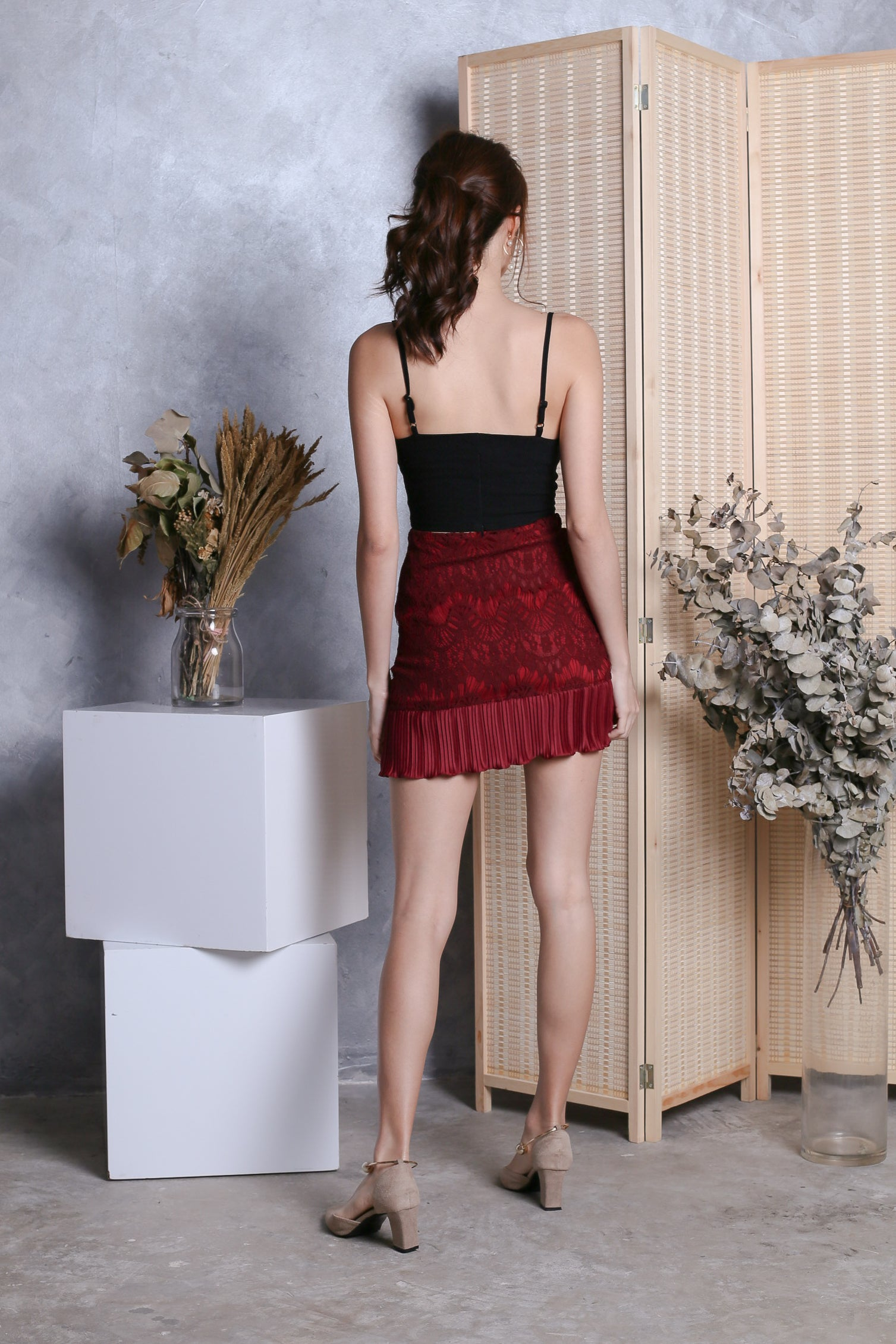 LEANDER LACE PLEATED SKIRT IN WINE