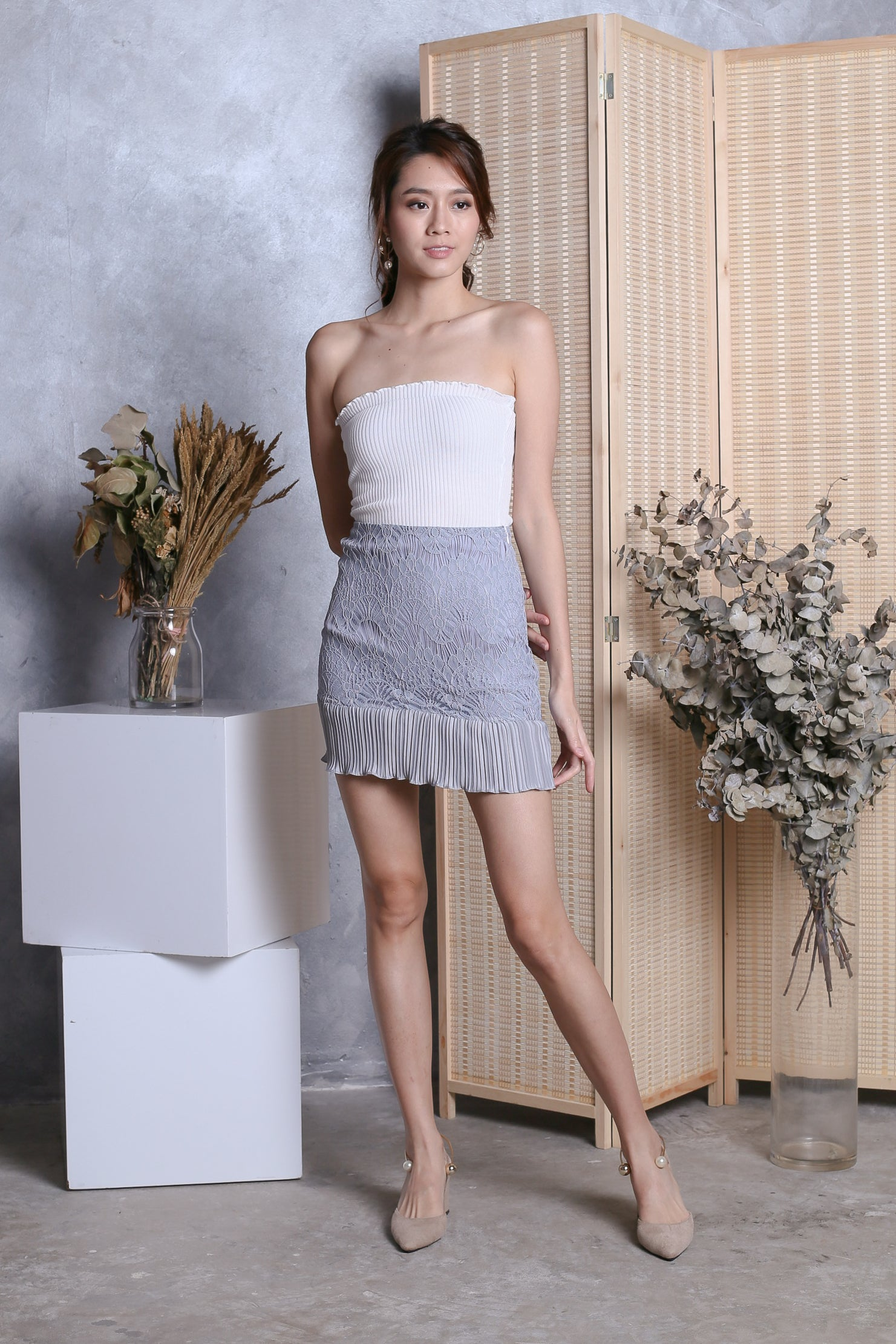 LEANDER LACE PLEATED SKIRT IN GREY