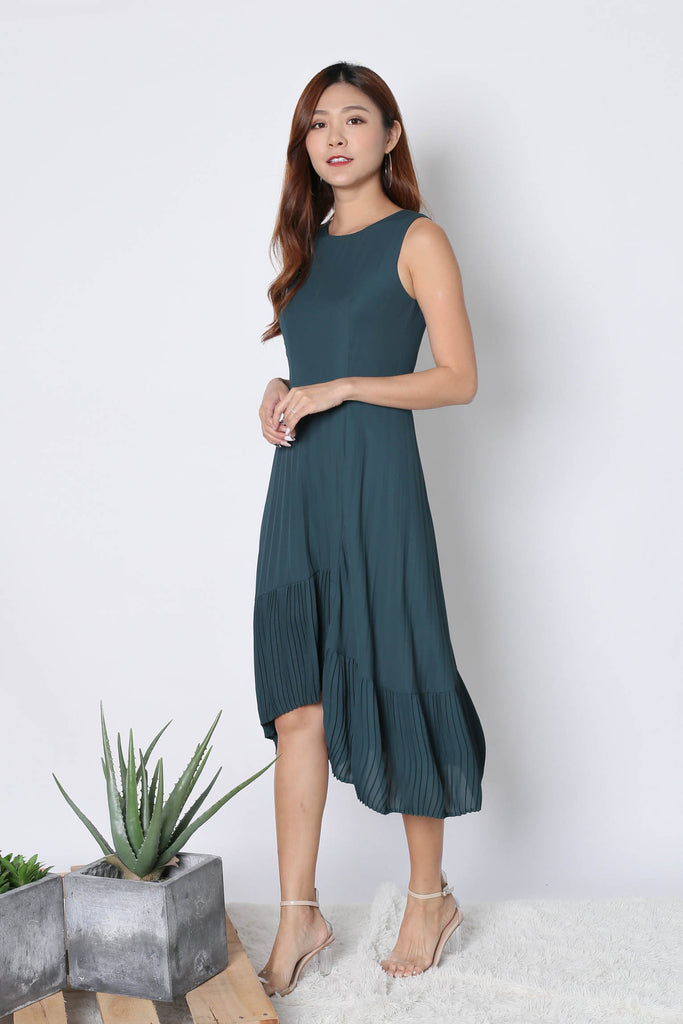 (PREMIUM) XYLA HI LOW PLEATED DRESS IN FOREST - TOPAZETTE
