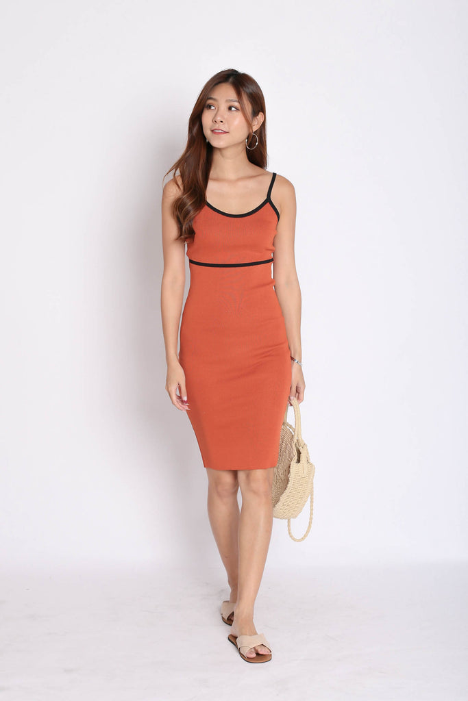 OUTLINED KNIT DRESS IN TANGERINE - TOPAZETTE