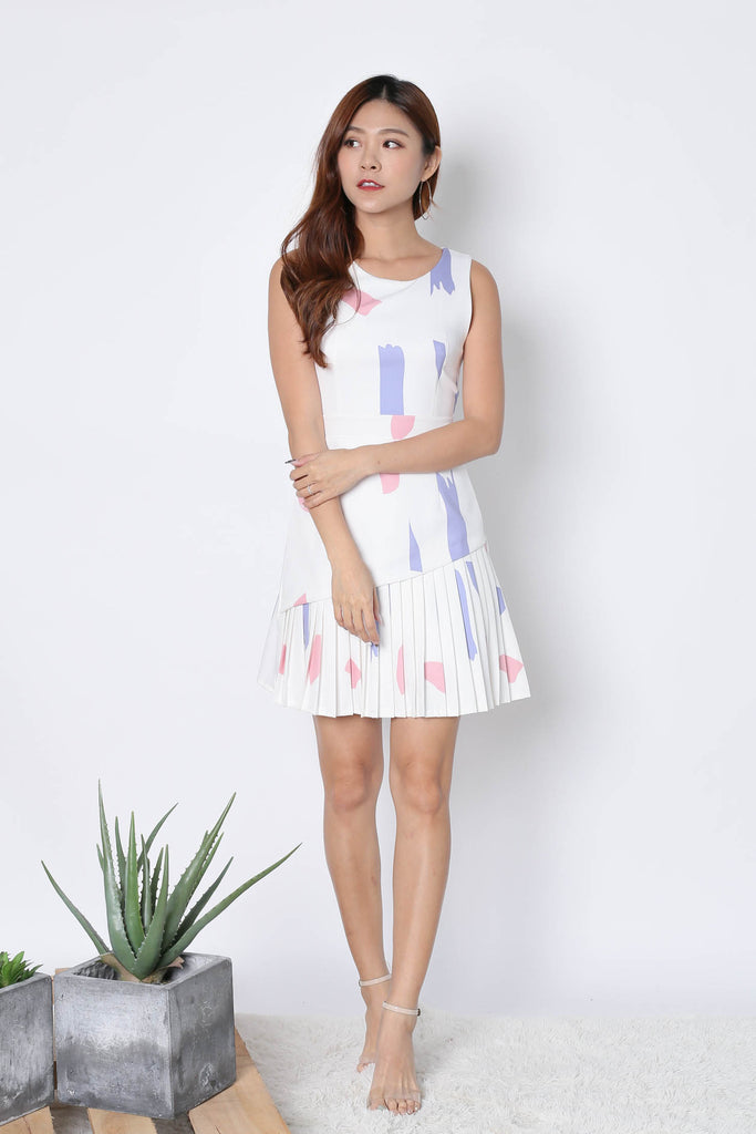 *TPZ* (PREMIUM) NOVELLE PLEATED DRESS IN WHITE ABSTRACT - TOPAZETTE