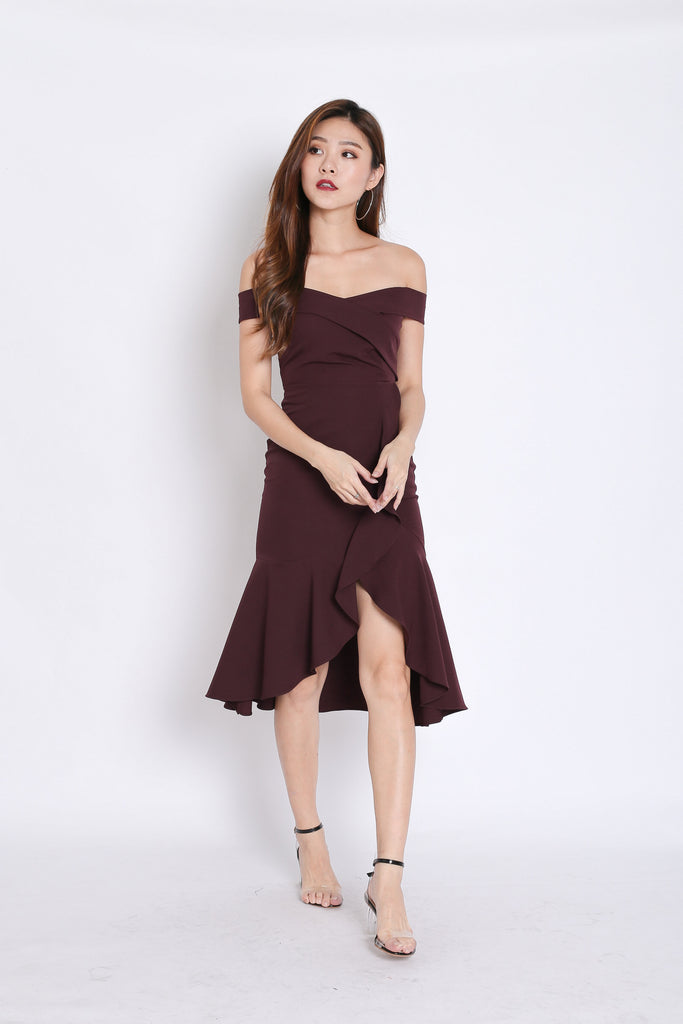 (PREMIUM) URSHA OFF SHOULDER RUFFLES DRESS IN PLUM - TOPAZETTE