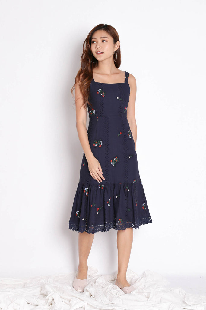 (PREMIUM) MIKA EYELET EMBROIDERY DRESS IN NAVY - TOPAZETTE
