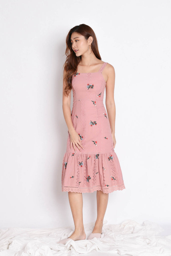 (PREMIUM) MIKA EYELET EMBROIDERY DRESS IN POWDER PINK - TOPAZETTE